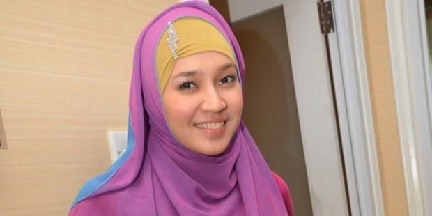 Alhamdulillah, Artis Dhini Aminarti Putuskan Untuk Memakai Jilbab Selamanya