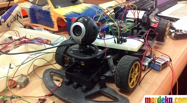 Ini robot mata-mata untuk pertempuran karya mahasiswa Aceh